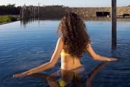 woman_in_pool